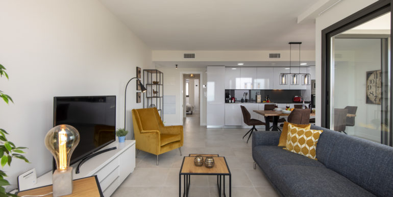 lounge reverse