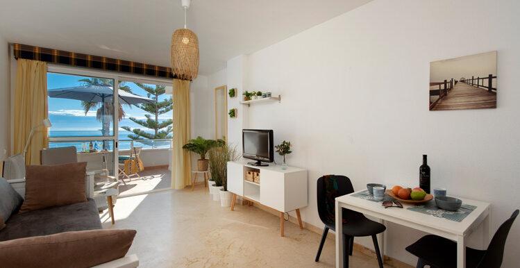 lounge open 2